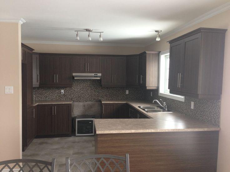 Rénovation complète de cuisine : plancher, comptoir et armoires