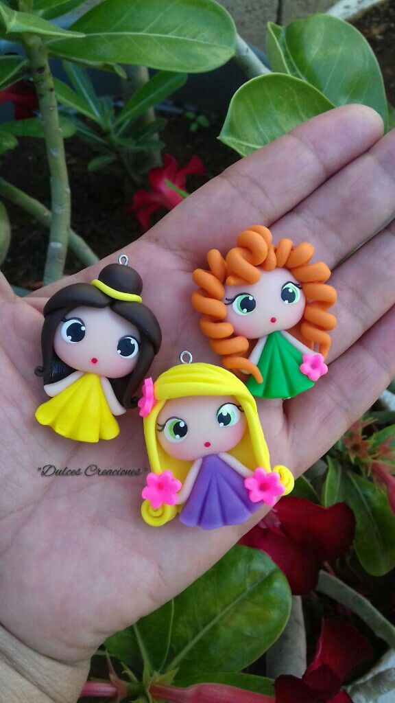 Princesas en Porcelana Fría. Bella,Rapunzel y Merida.  Hechas por Mary Reyes De Dulces Creaciones.