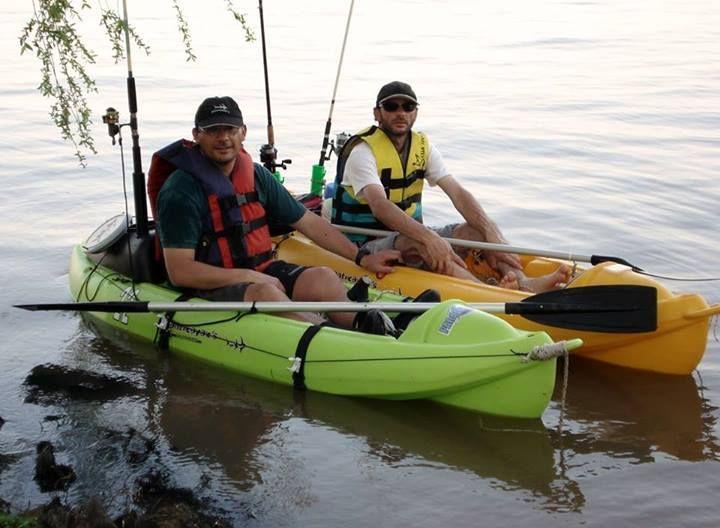 Mariano Ballini: Amigos en kayaks.
