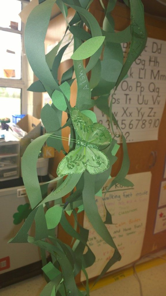 Jack and the Beanstalk Craft - Kids work together to create an over-sized beanstalk out of construction paper!
