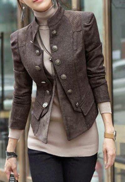 Fashion & Style Inspiration: Brown 3/4 Sleeves Slim Fit Fall Coat. Eleganter klassischer Mantel von reiner Farbe mit zweireihigen Knöpfen.