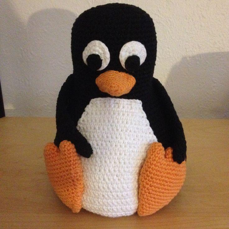 Som lovet i mit tidligere indlæg om den hæklet Linux pingvin Tux, så kommer opskriften endelig her. Det skal siges, at det er første gang jeg laver en hækleopskrift på en større ting, så I må have mig undskyld hvis der…