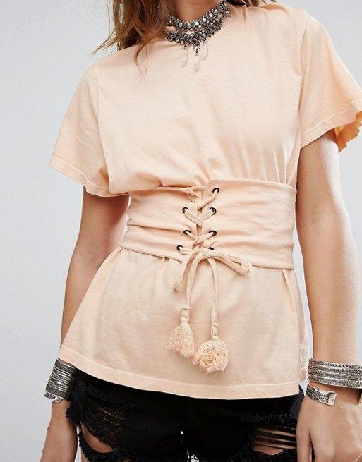 Camiseta holgada con corset
