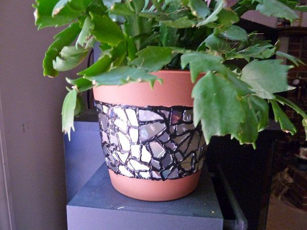 Don't know what to do with old CDs? Cut them into pieces and glue around your flower pot as a decoration.