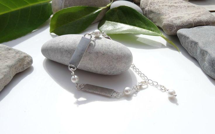 Bracelet femme romantique chic moderne perles d'eau douce, plaques argent : Bracelet par lapassiondisabelle
