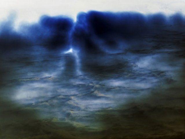 Esiste invece solo un momento che è la perfezione di un punto e il lampo dell'energia.