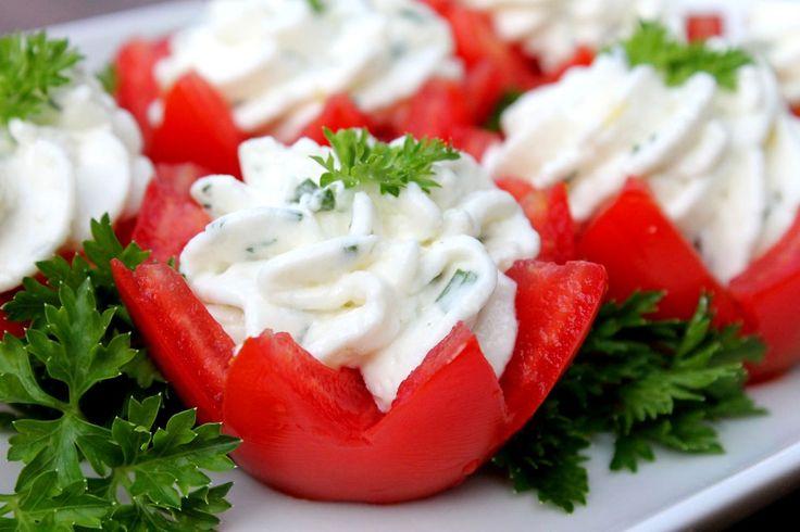 Antipasti: Gevulde Tomaat - http://www.pizza.nl/recepten/lekker-snel/antipasti-gevulde-tomaat