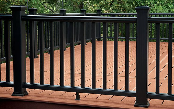 Make a dramatic statement with a monochromatic color scheme like this #Trex Transcend #railing in Charcoal Black.