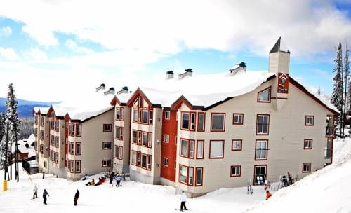 Big White Ski Resort Accommodation Big White (British Columbia) Boasting ski-to-door access and a hot tub, these accommodations are located in Big White Ski Resort.  Each accommodation offers a fully equipped kitchen.  Kelowna International Airport is 61 km away.