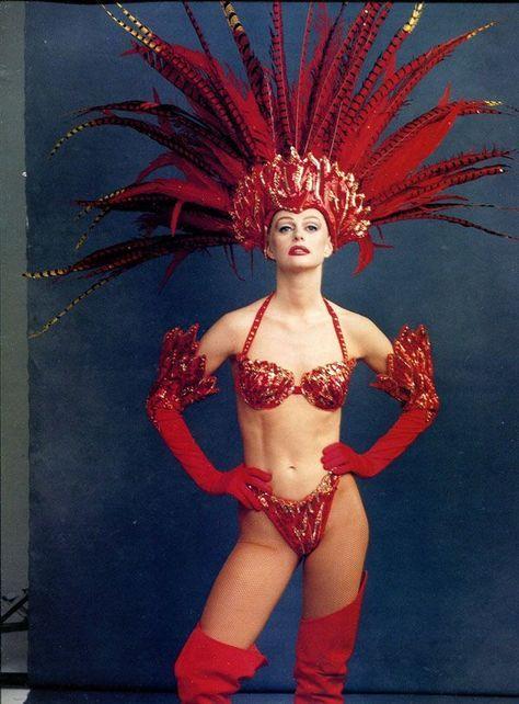 showgirl in Las Vegas. Photo by Annie Leibovitz