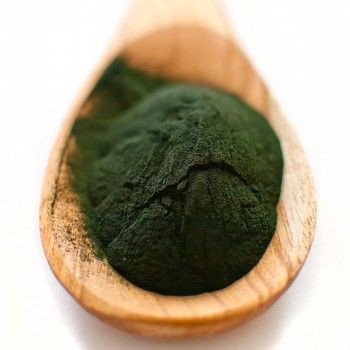 Algele comestibile și beneficiile lor    Algele ar trebui să facă parte din alimentația noastră zilnică în special algele verzi-albăstrui chlorella și spirulina. Din punct de vedere nutrițional algele sunt considerate superalimente pentru că sunt mai bogate în elemente nutritive decât alimentele bio crescute pe sol și sunt esențiale pentru detoxifierea organismului și al unei alimentații complete și echilibrate.  Spirulina  conţine de 3-4 ori mai multe proteine decâtpeștelesaucarneade vită…