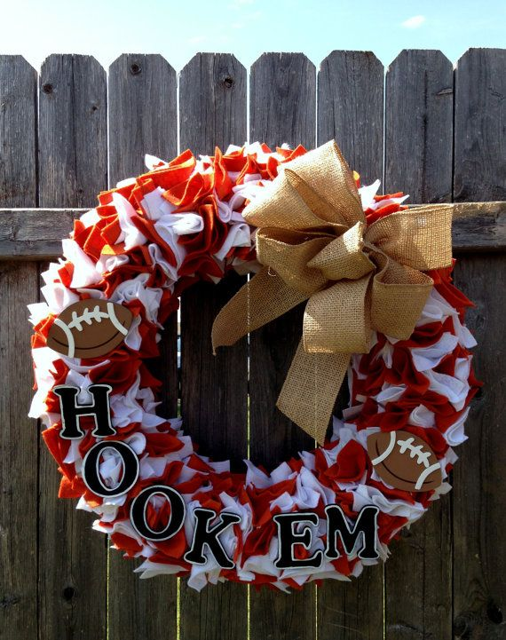 Texas Longhorn Football Team Spirit Wreath...could totally make this with crepe paper too =)