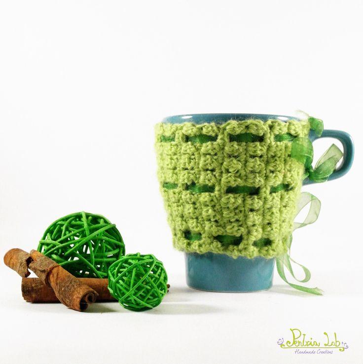 Tazza con copritazza color verde fatto a mano ad uncinetto e nastrino verde : Cucina e servizi da tavola di pentria-lab