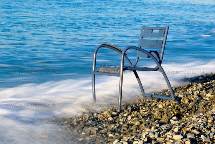 La chaise bleue de Nice à l'époque où elles étaient encore libres de vagabonder sur la plage