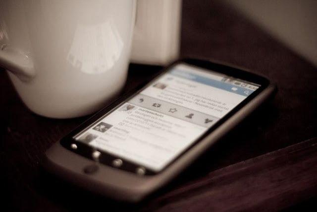 Twitter ampliará a 10.000 los actuales 140 caracteres   Twitter Inc está desarrollando una nueva aplicación que permitirá a sus usuarios publicar mensajes de hasta 10.000 caracteres de longitud informó el martes la web de noticias tecnológicas Re/code.  La red social que tiene una extensión límite de 140 caracteres en la actualidad estudia lanzar el servicio hacia el final del primer trimestre pero no ha fijado aún una fecha oficial afirmó Re/code citando fuentes con conocimiento de los…