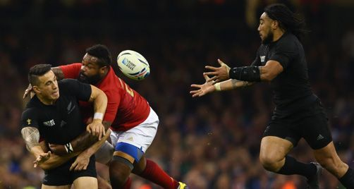 All Blacks vs France - RWC 2015 - Sonny Bill Williams offloads to Ma'a Nonu