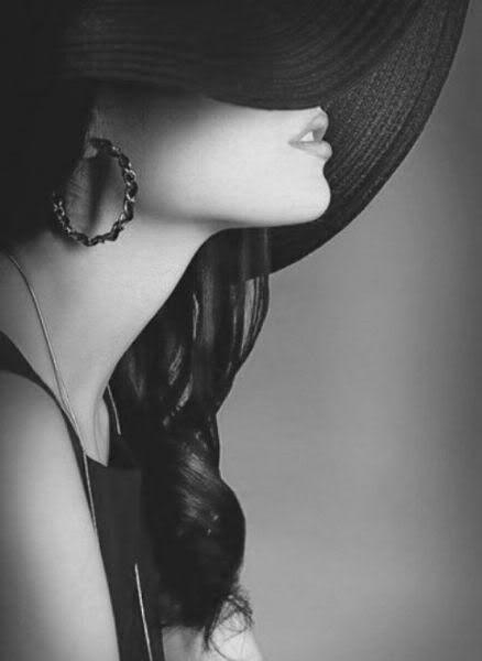 """#Bellezza, femminilità, seduzione, dolcezza, #fashion, #glamour, sperimentalismo negli scatti fotografici proposti da """"Moda & Bellezza Magazine"""" - il Social Magazine realizzato da Dielle Web e Grafica www.diellegrafica.it - Credits e Copyright riservati ai legittimi proprietari."""