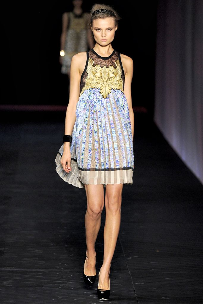 stephen dweck bronze earrings Roberto Cavalli Spring   Ready to Wear  Collection  Gallery  Style com