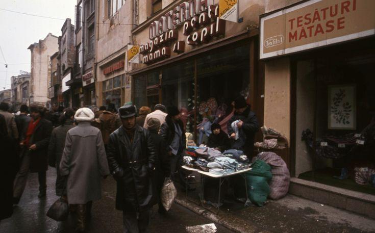 Strada Lipscani Un București gri, în anul 1986