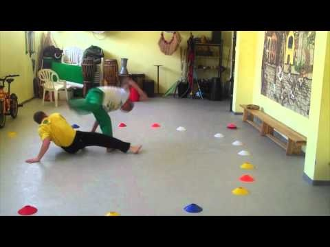 Cool capoeira games from Cenoura and Simba of Cordao de Ouro.
