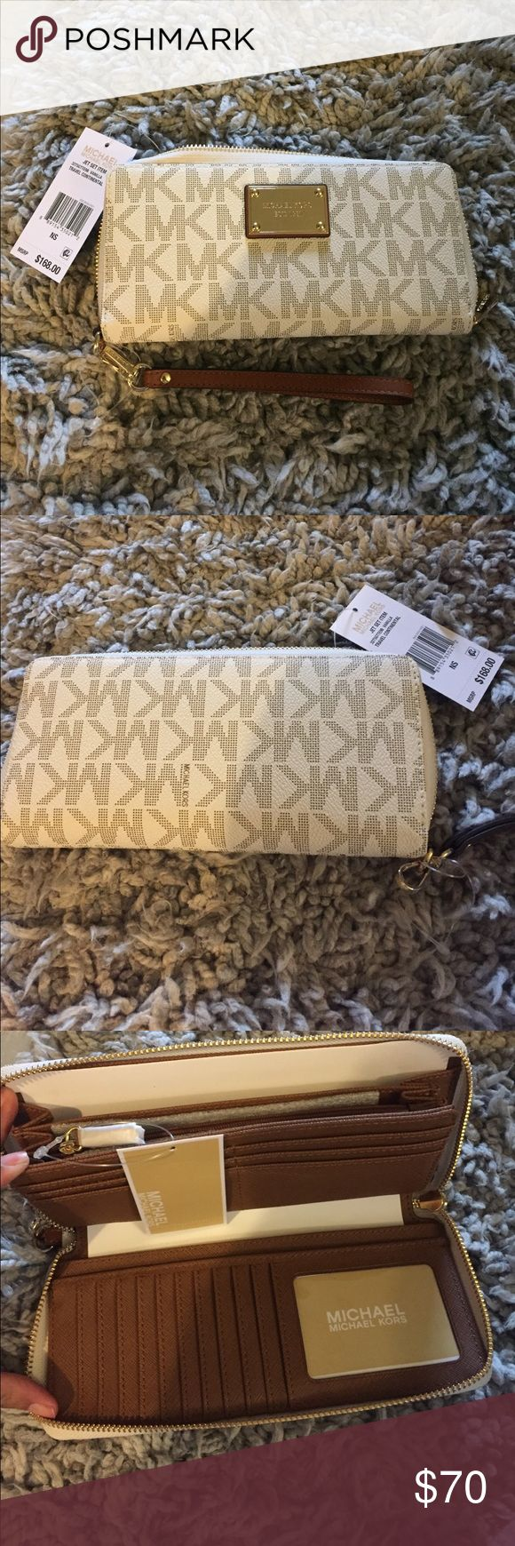 Michael Kors vanilla travel continental wallet Authentic Michael Kors vanilla travel continental wallet Michael Kors Bags Wallets