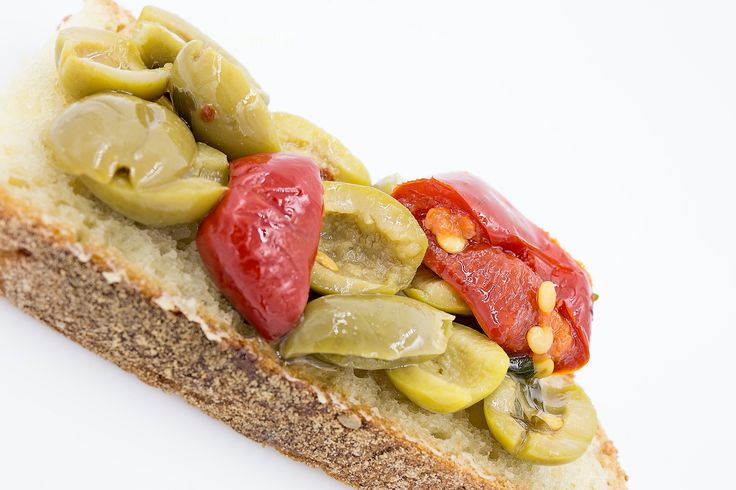 Olives and tomatoes in oil - Olive e pomodori sott'olio