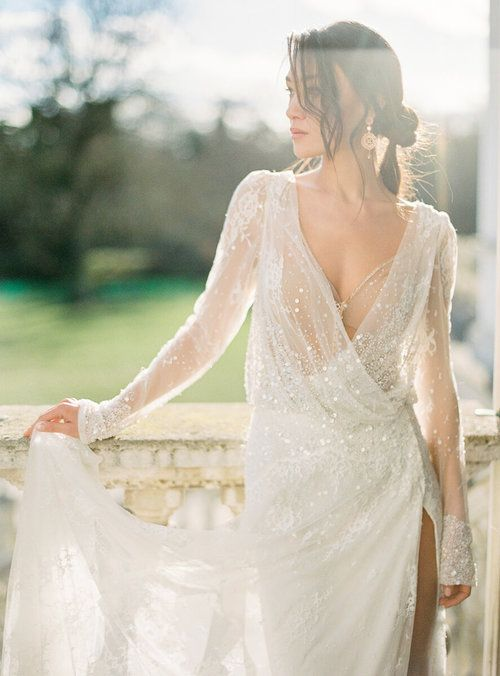 20 Fine Art Wedding Dresses for Stylish Brides