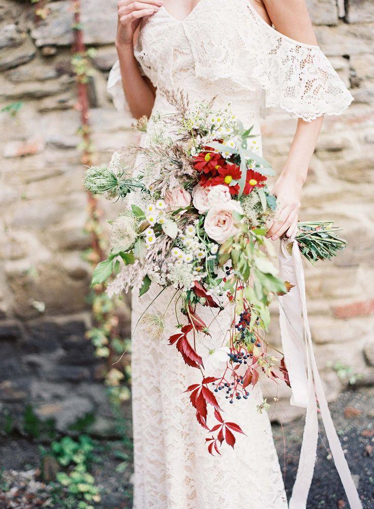 Causal Picnic Inspired Bridal Style by Madalina Sheldon | Wedding Sparrow | wedding blog