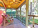 VRBO.com #732001 - Adorable 1950's Uniquely Styled Couples Retreat - Pet Friendly Cottage with Screened Porch