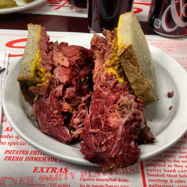 SCHWARTZ'S DELI SMOKED MEAT ON RYE #LUNCH #MONTREAL