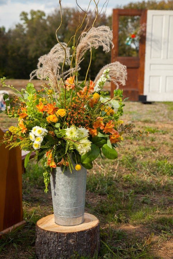 Autumn themed Southern wedding     The Frosted Petticoat