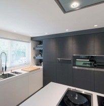 Stoere B3 keuken met kasten voorzien van speciaal houtfineer