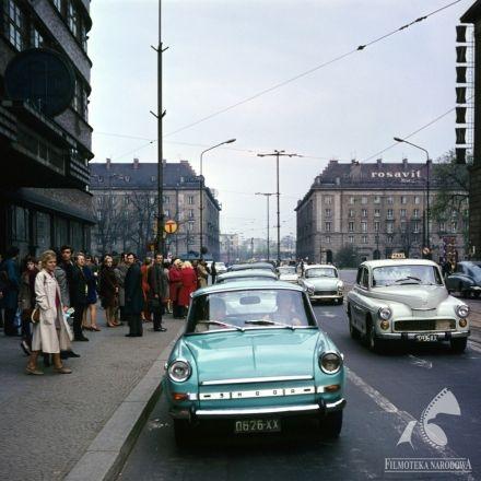 """Car """"Skoda"""" in ANATOMIA MIŁOŚCI (dir. Roman Załuski, 1972).  #retrocar"""
