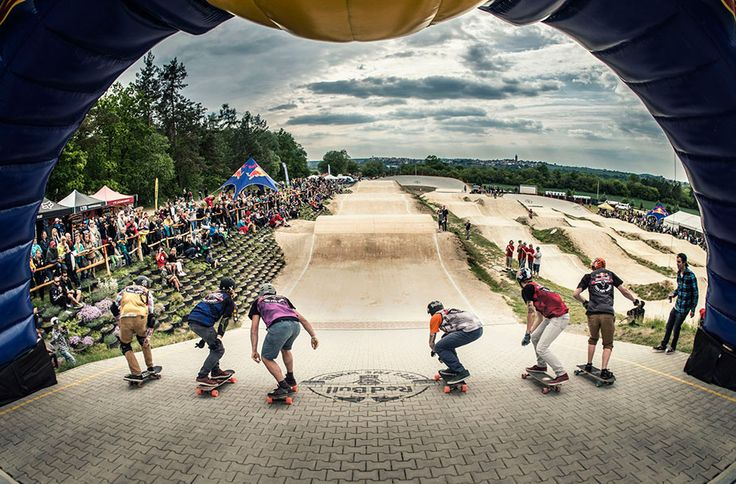 Red Bull Feel the Wheel 2015: Longboard Cross. » Ver vídeos del finde semana, de la competición, de las caídas…  http://www.40sk8.com/red-bull-feel-the-wheel-2015/ #longboard #longboarding #longboardcross