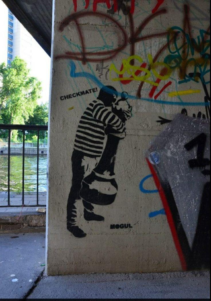 Streetart Berlin checkmate 2013