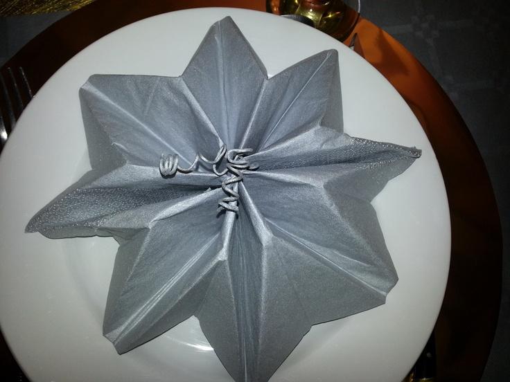 1000 images about serviette on pinterest christmas - Pliage serviette noel flocon ...