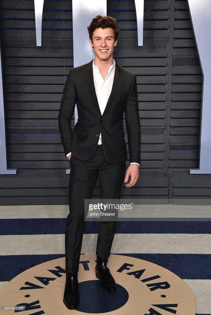 Singer Shawn Mendes attends the 2018 Vanity Fair Oscar Party hosted by Radhika Jones at Wallis Annenberg Center for the Performing Arts on March 4, 2018 in Beverly Hills, California.