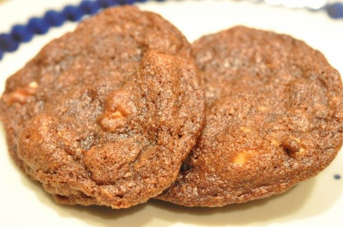 Sprøde chokoladesmåkager med farin og saltede peanuts