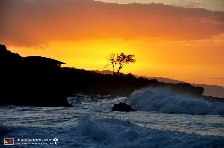 Waimea Bay, Oahu: Hawaii Sunset. Read more about it... http://www.hawaiipictureoftheday.com/beautiful-waimea-bay/
