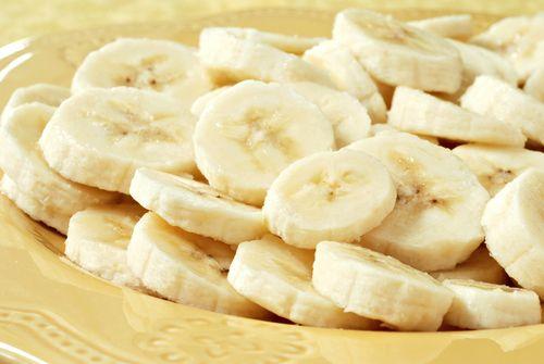 Gâteau renversé aux bananes de la maman de Ricardo Larrivée - Châtelaine