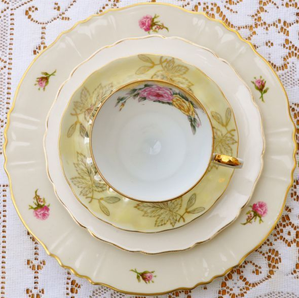 Has anyone used mismatched china at their wedding? :  wedding china mismatched romantic Roses1