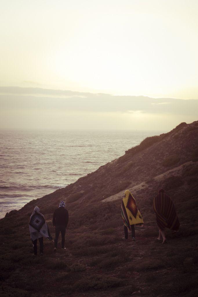 Caminemos hasta la orilla, sintamos el agua mojar nuestros pies y demos gracias a Dios por la vida!