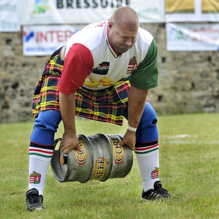 Highland Games 2011 we MUST HAVE A CONTEST lift something heavy!