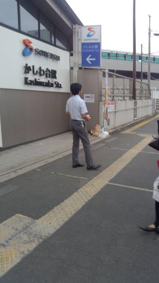 少し見えにくいですが、「日本カエル」の幟がたなびいているのは、相鉄線かしわ台駅。海老名駅の隣です。  ここには無所属で活発に活動されている、あかみね太一大和市議の姿。菅原なおとし候補のビラを配ってご案内中。今朝も元気一杯です! #山本みつひろ #佐藤まさのり #あかみね太一 #菅原なおとし #日本カエル