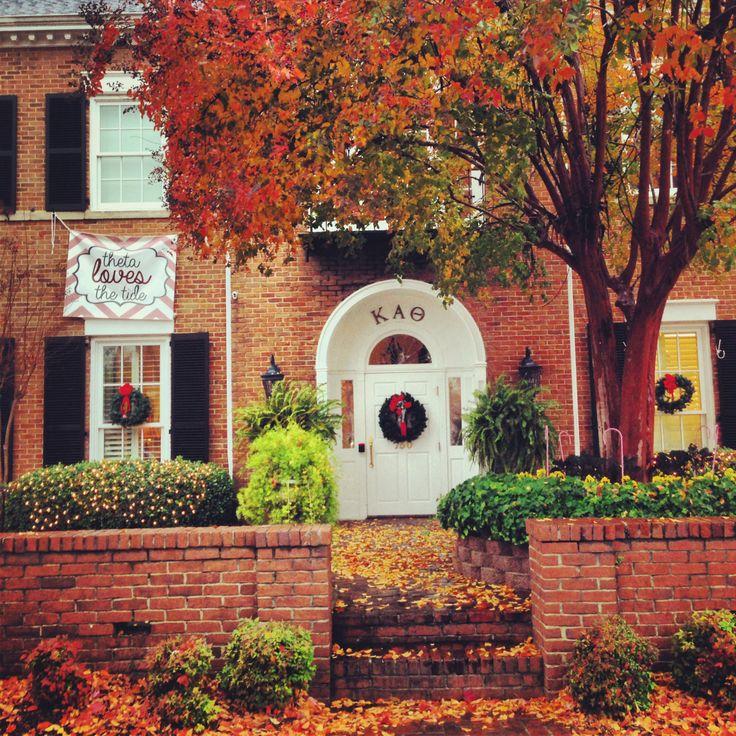 Kappa Alpha Theta, Delta Omicron/Alabama holiday decorations. #thetaholidays #theta1870