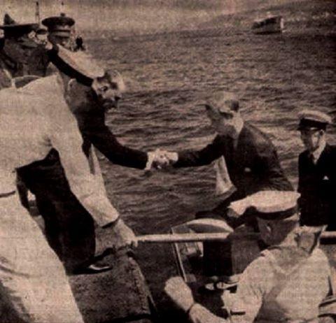 MAREŞAL GAZİ MUSTAFA KEMAL ATATÜRK VE ATATÜRKÇÜLÜK - Koleksiyonlar - Google+   Atatürk: ''Vatanımın toprağı temizdir, o, elinizi kirletmez!''  diyerek, 4 Eylül 1936 da.İngiltere Kralı VIII. Edward'ı Dolmabahçe Sarayı Rıhtımında elinden tutup çıkarıverdi.