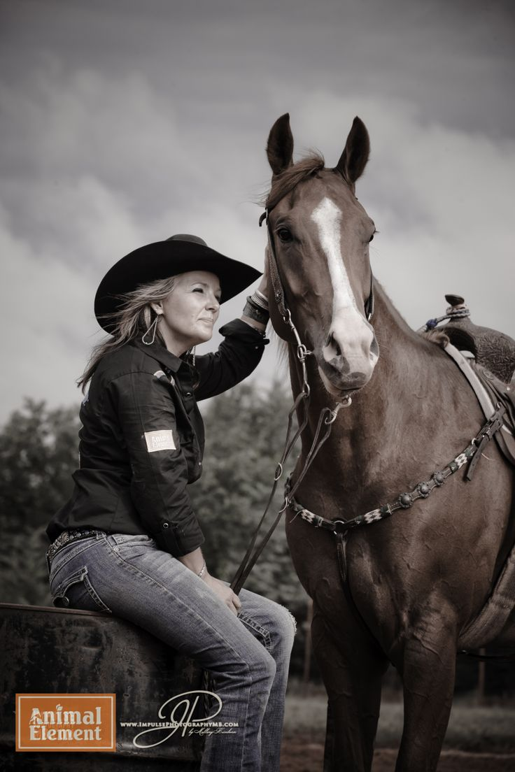 Michelle West Champion barrel racer sorrel horse. Running on Animal Element Foundation Detox, Immune, Product X and In the Zone #sorrelhorse #horserunning #barrelracing #animalelement #Detox #Immune #inthezone #michellewest #rodeo