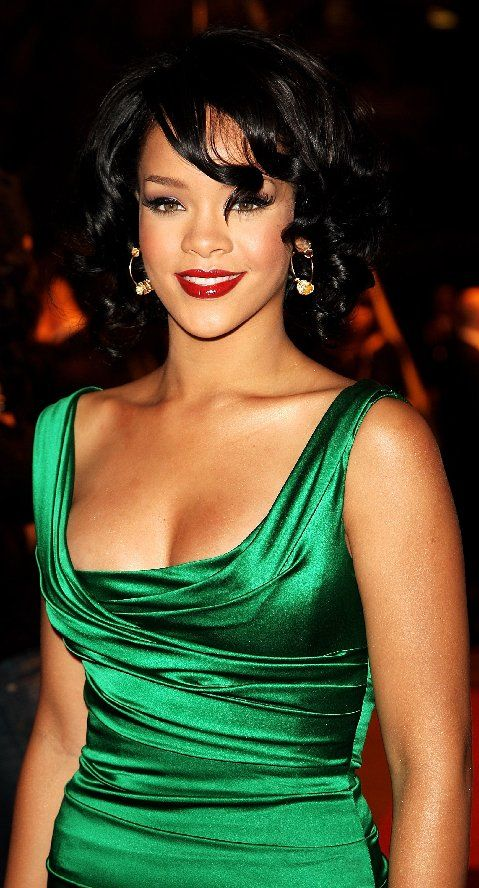 Rrihanna Gorgeous in Emerald Green!