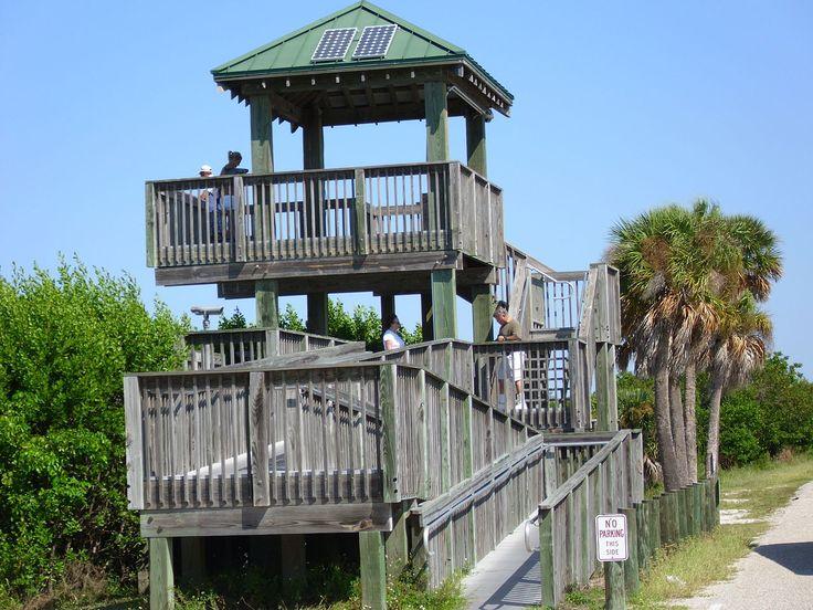 Torre de observação no Refúgio Nacional da Vida Selvagem JN Ding Darling, na Ilha Sanibel, Flórida, USA.