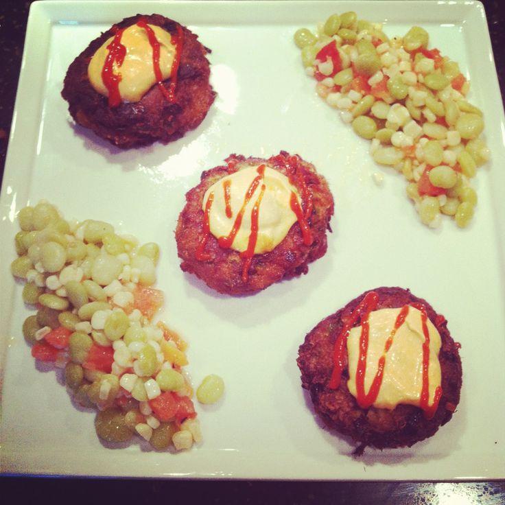 Crab cakes with spicy sriracha aioli wine crab cakes